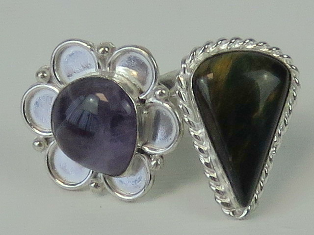 Lot 138 - Two 925 silver rings set with natural agate cabachons; one of floral design size S,