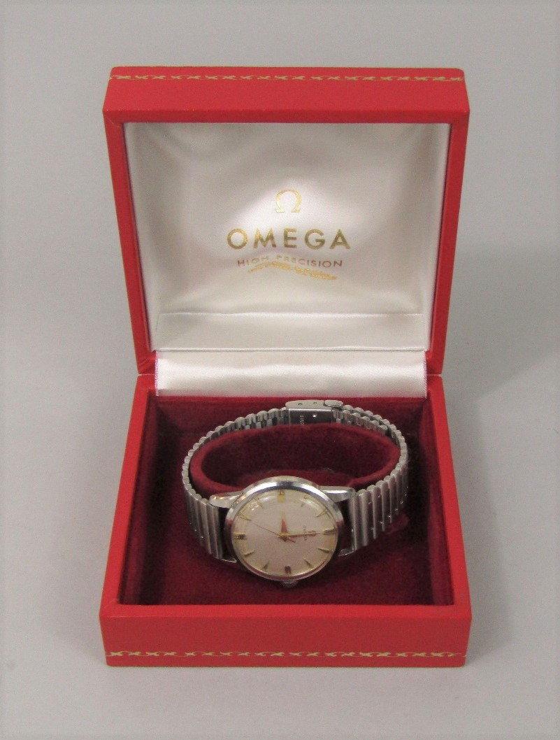 Lot 354 - Vintage boxed stainless steel gentleman's Omega wristwatch, the champagne dial with gilt baton