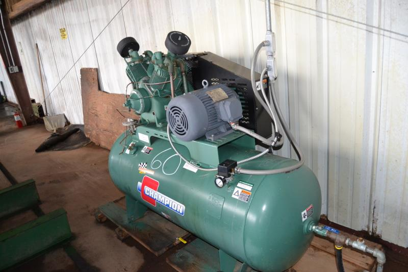 Lot 60 - CHAMPION 10HP TANK MOUNTED AIR COMPRESSOR