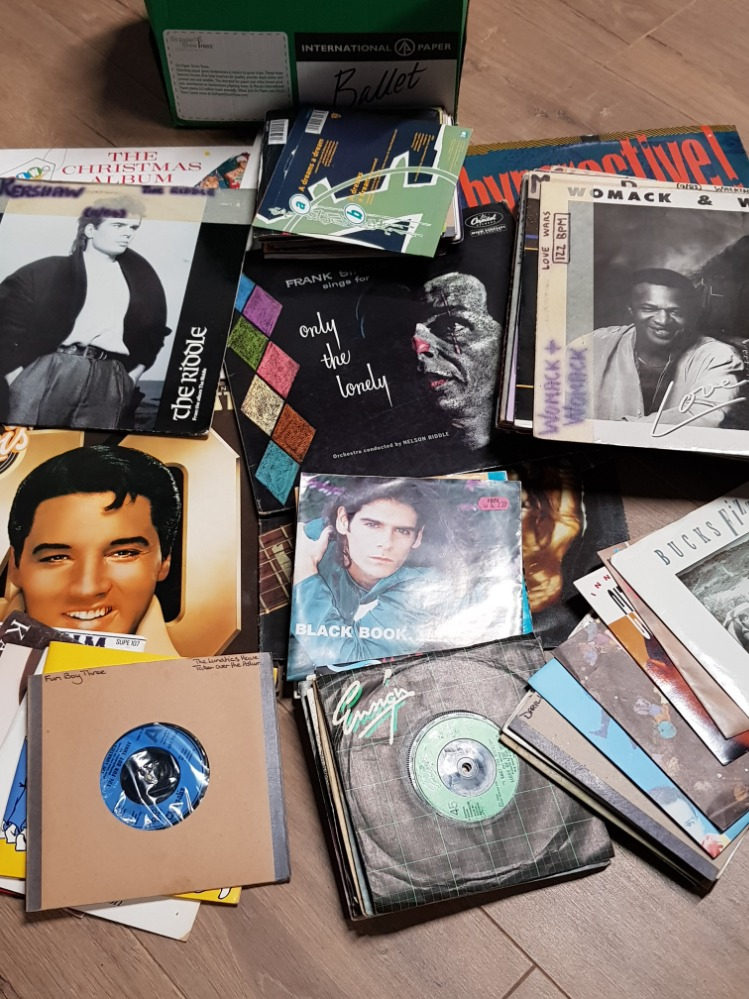 Lot 57 - BOX OF 45S AND BUNDLE OF LP RECORDS INCLUDING ELVIS AND FRANK SINATRA ETC