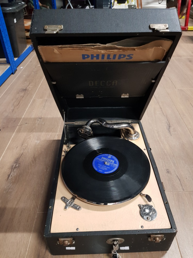 Lot 30 - A PHILLIPS DECCA TURNTABLE