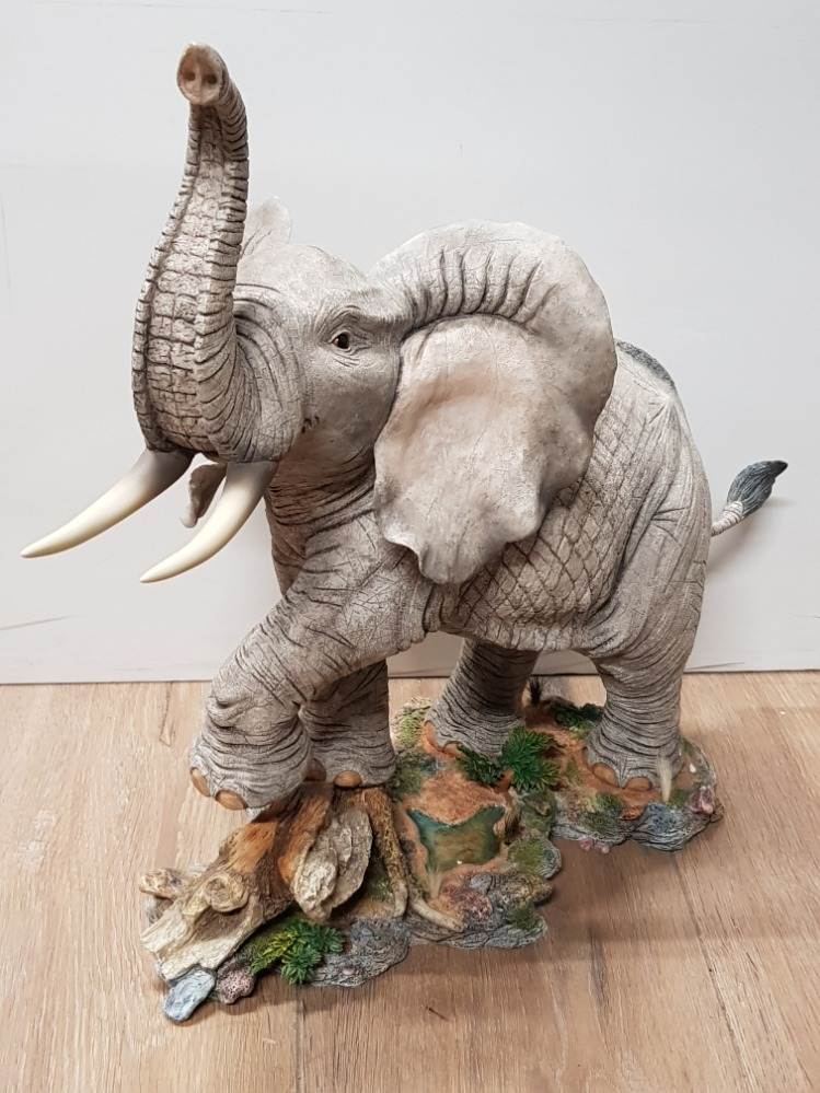 Lot 4 - TUSKERS ORNAMENT GENTLE GIANT ELEPHANT WITH ORIGINAL BOX