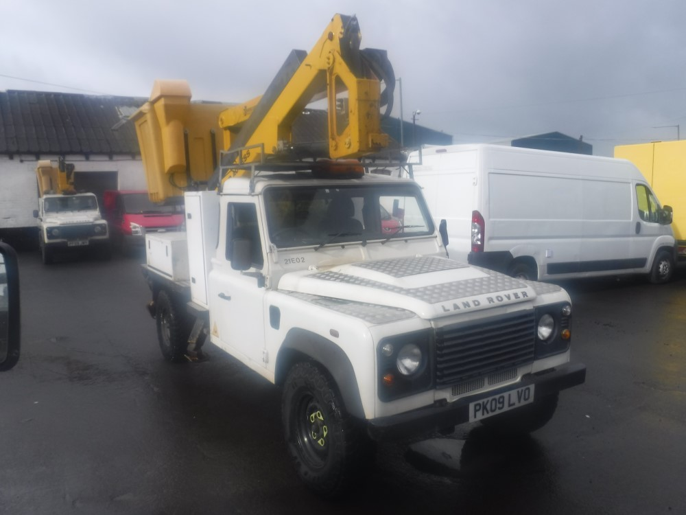 Lot 26 - 09 reg LAND ROVER DEFENDER 130 S/C C/W POWERED ACCESS LIFT (DIRECT ELECTRICITY NW) 1ST REG 06/09,