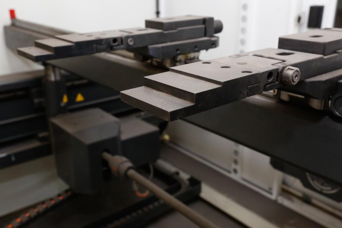 Lot 112 - (2016) BAYKAL APHS-31120 HYDRAULIC CNC PRESS BRAKE, 10' X 120 TONS, DELEN DA-66T CNC CONTROL,