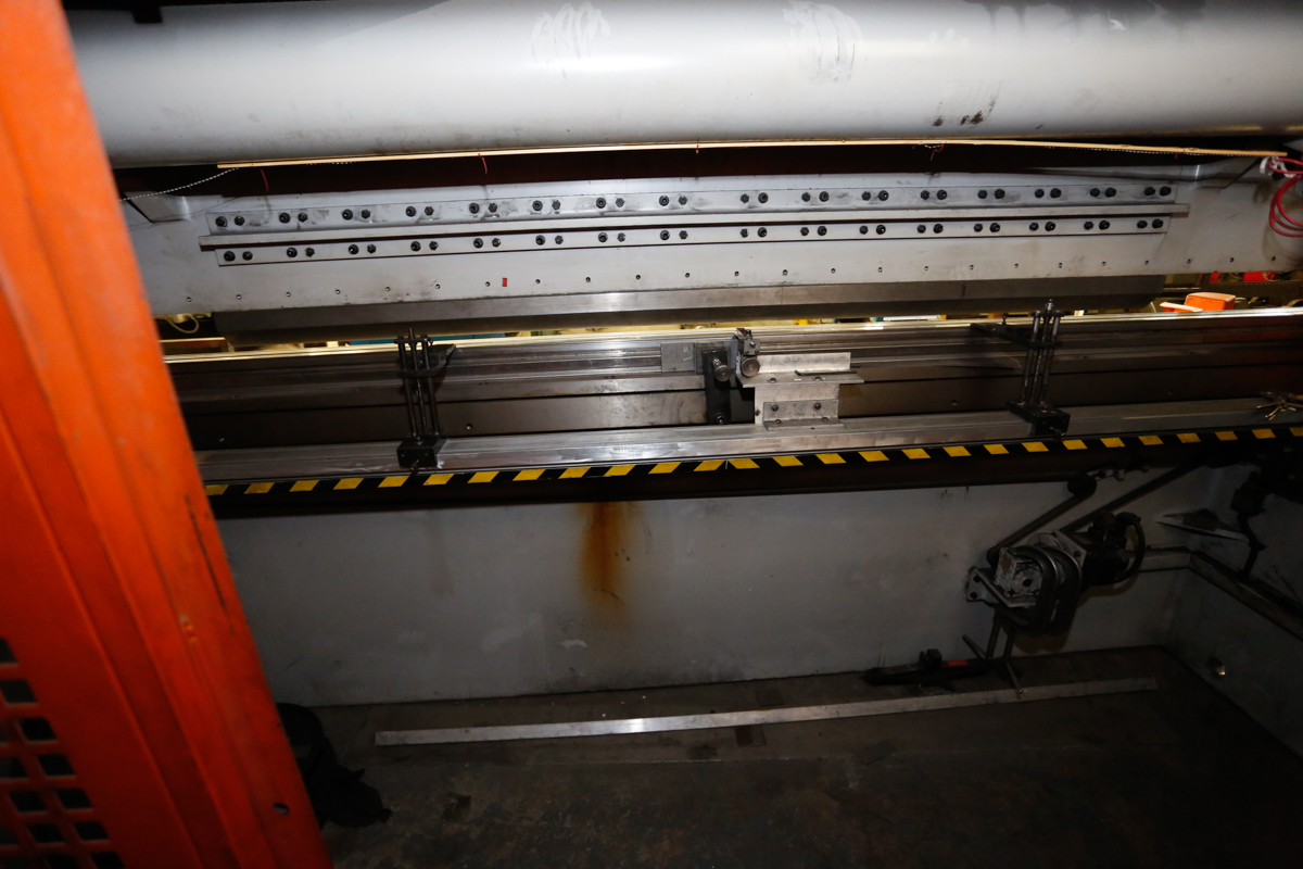 Lot 109 - (2008) Y.S.D. FAB/MASTER PPT-180-12 HYDRAULIC CNC PRESS BRAKE, 12' X 180 TONS, DELEM DA-41CNC