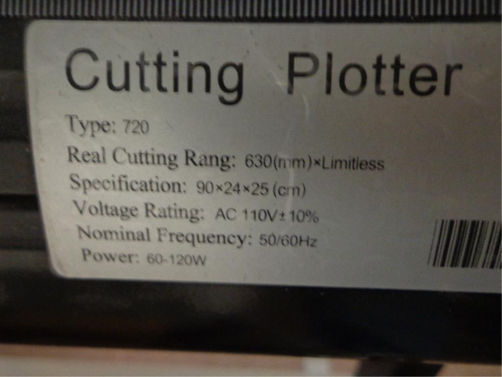 Lot 64 - Cutting Plotter