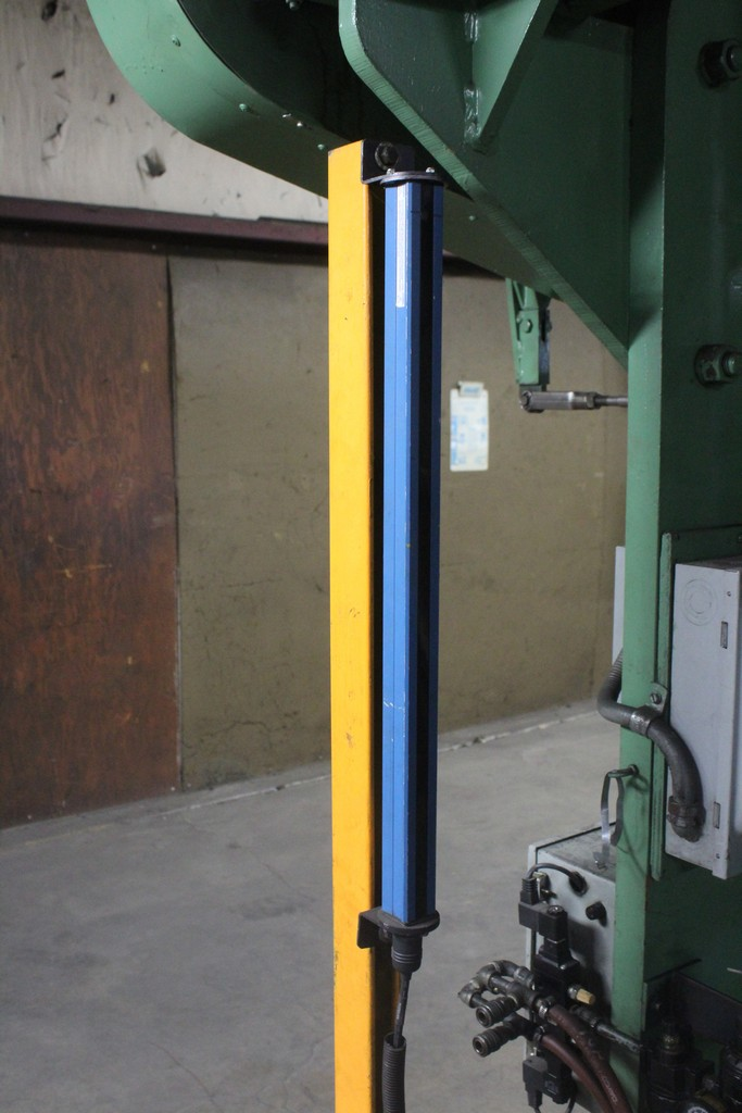 Verson Model 2010-65 Mechanical Power Press Brake, Serial Number: 20844 90 Ton - 12' Overall - Air - Image 6 of 7