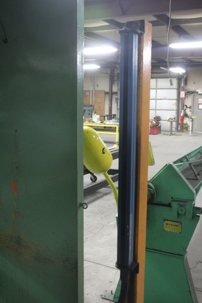 Verson Model 2010-65 Mechanical Power Press Brake, Serial Number: 20844 90 Ton - 12' Overall - Air - Image 7 of 7