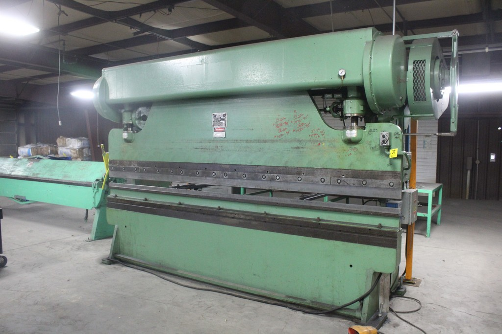 Verson Model 2010-65 Mechanical Power Press Brake, Serial Number: 20844 90 Ton - 12' Overall - Air - Image 2 of 7