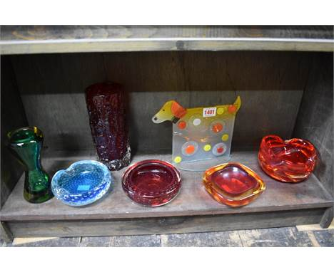 A small collection of coloured art glass,to include a Whitefriars style textured bark vase, 19.5cm high. (7)