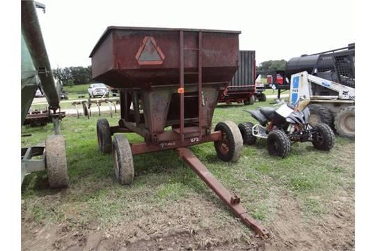 Lot: 1408 -EZ Trail Gravity Wagon 200 bu, Seed Auger