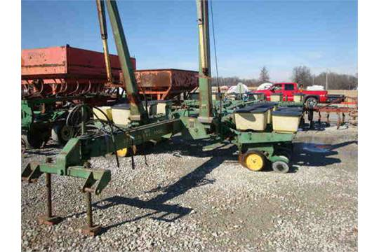 John Deere 7000 12 Row 30 Inch Planter W Monitor And Corn Units Fold Box