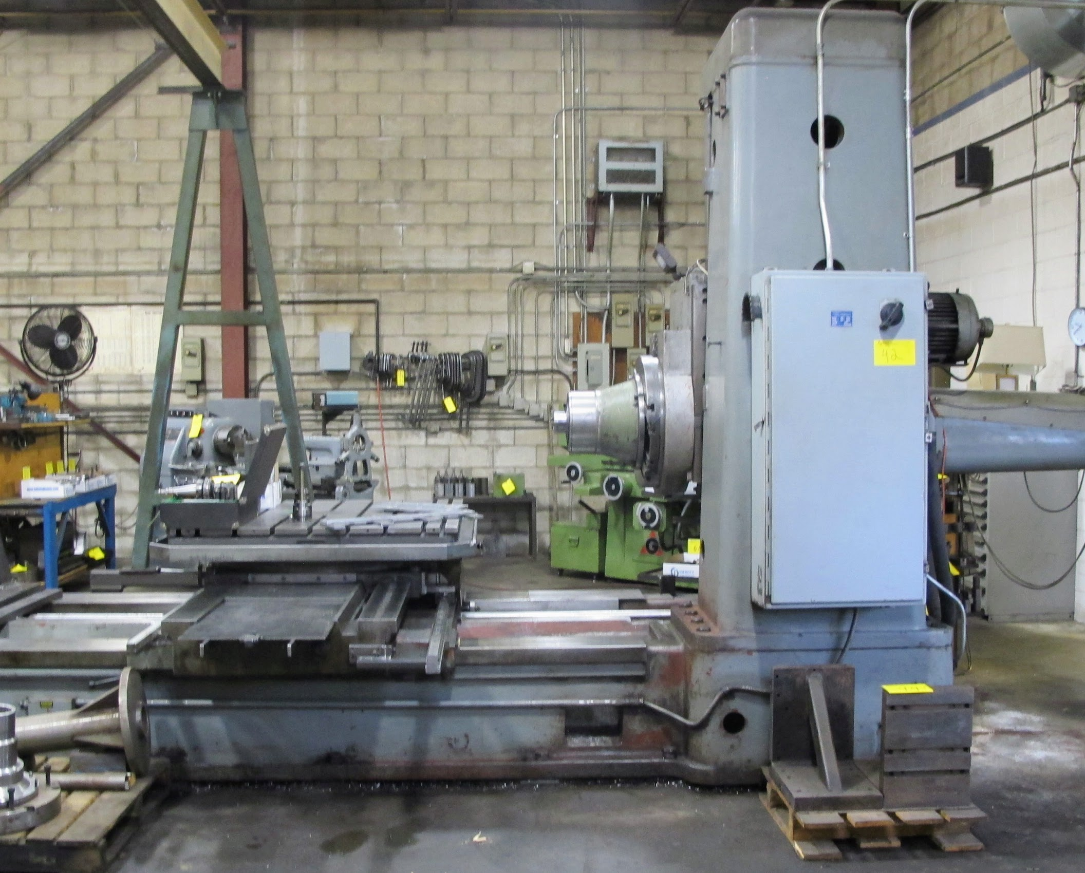 "TOS W100 HORIZONTAL BORING MILL, ACU-RITE 4-AXIS DRO, 4"" SPINDLE, 14 TO 1,120 RPM, 49"" X 49"" POWERED - Image 9 of 12"