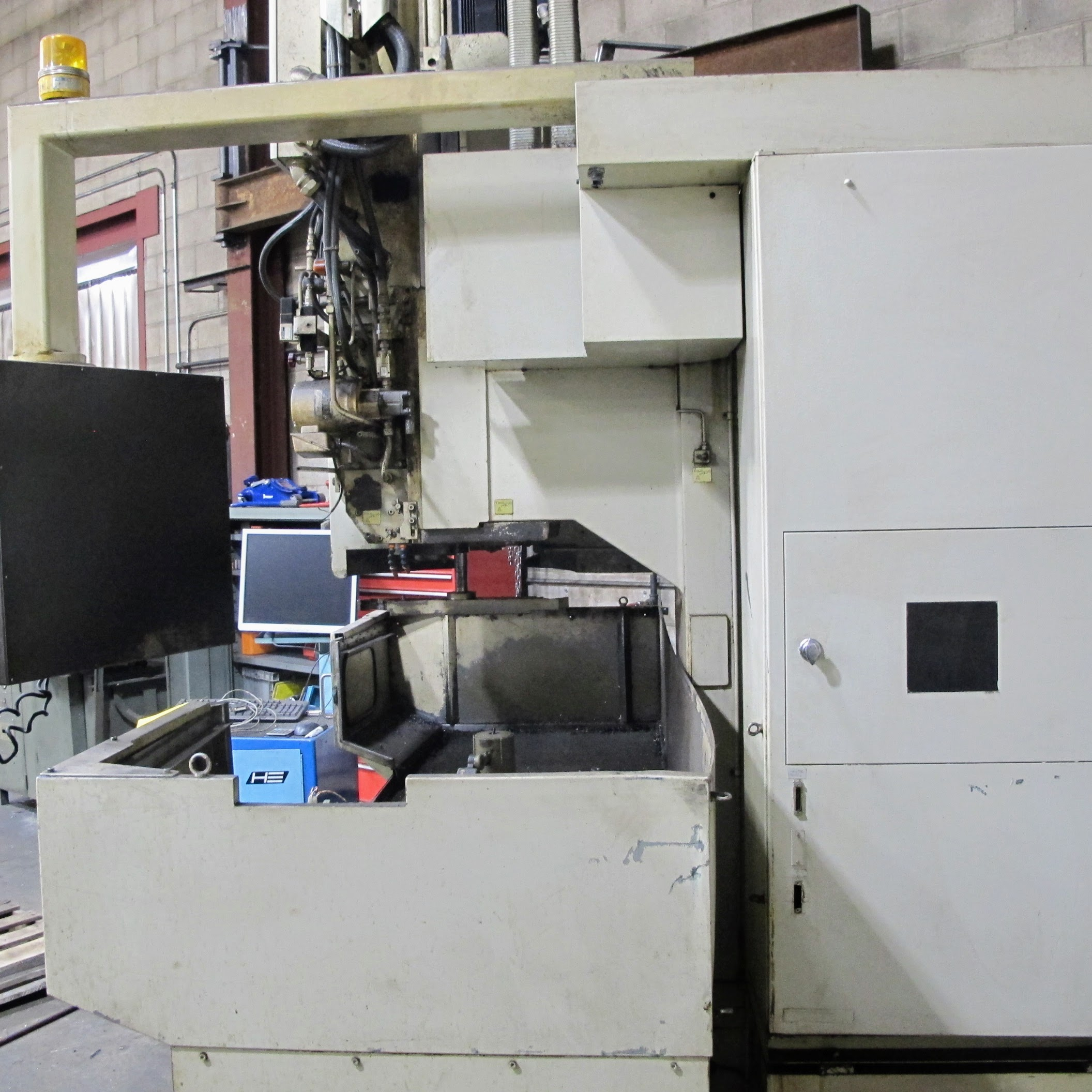 """SHIBAURA VMC-45 CNC VERTICAL MACHINING CENTER, 18"""" X 40"""" TABLE, TOSNUC CNC CONTROLS, 20 ATC, COOLING - Image 2 of 6"""