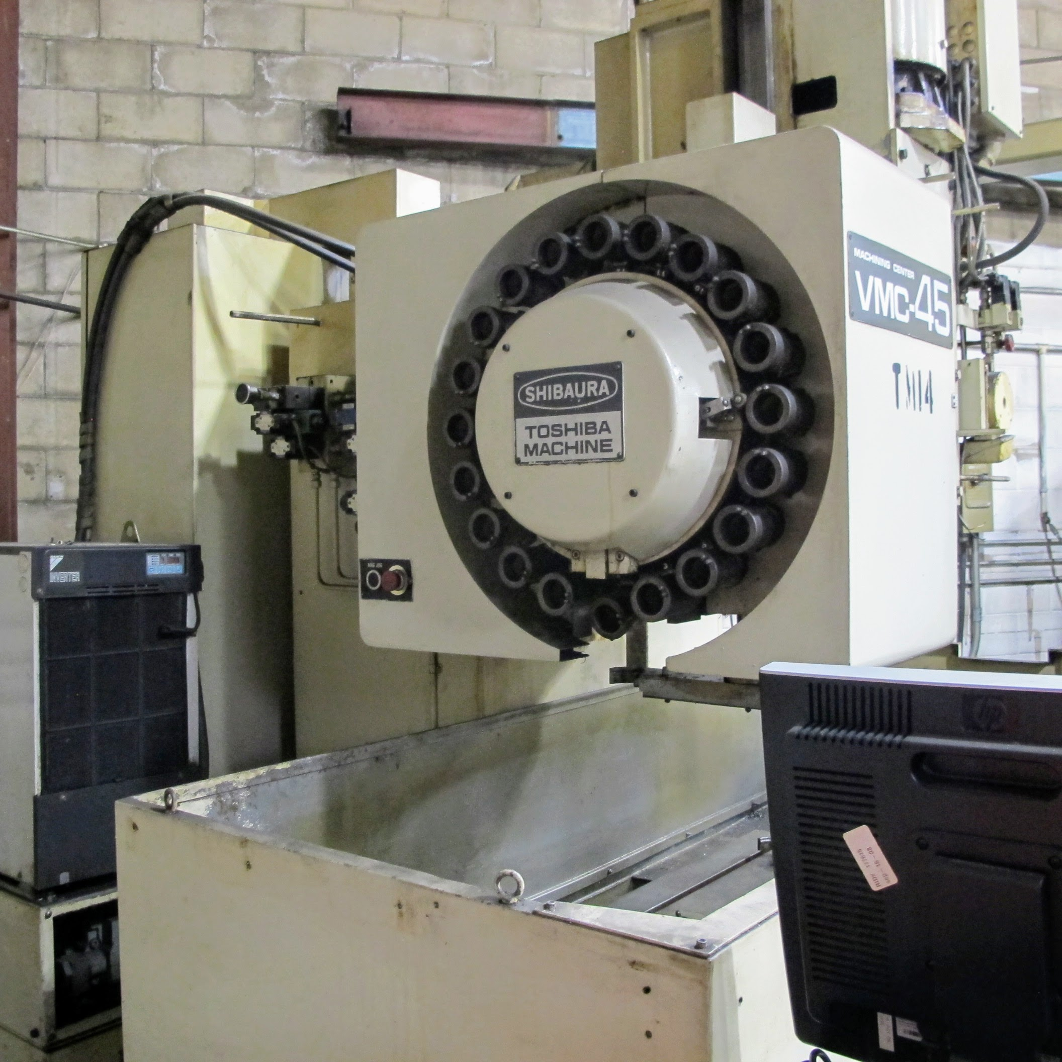 """SHIBAURA VMC-45 CNC VERTICAL MACHINING CENTER, 18"""" X 40"""" TABLE, TOSNUC CNC CONTROLS, 20 ATC, COOLING - Image 3 of 6"""