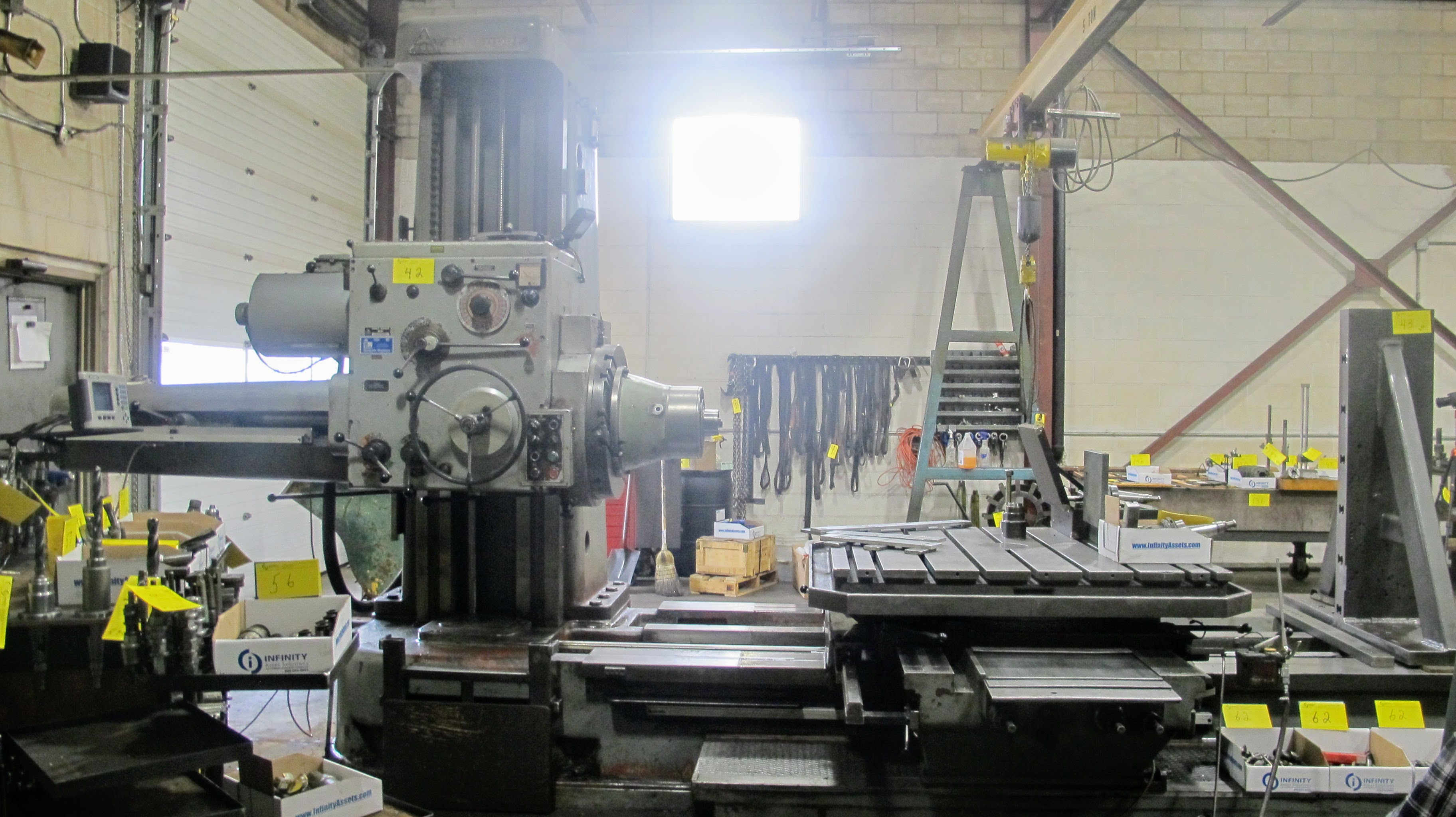 "TOS W100 HORIZONTAL BORING MILL, ACU-RITE 4-AXIS DRO, 4"" SPINDLE, 14 TO 1,120 RPM, 49"" X 49"" POWERED - Image 5 of 12"