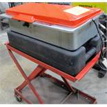 SAFETY KLEEN 60C PARTS WASHER W/SPLIT TRAY AND SCISSOR CART