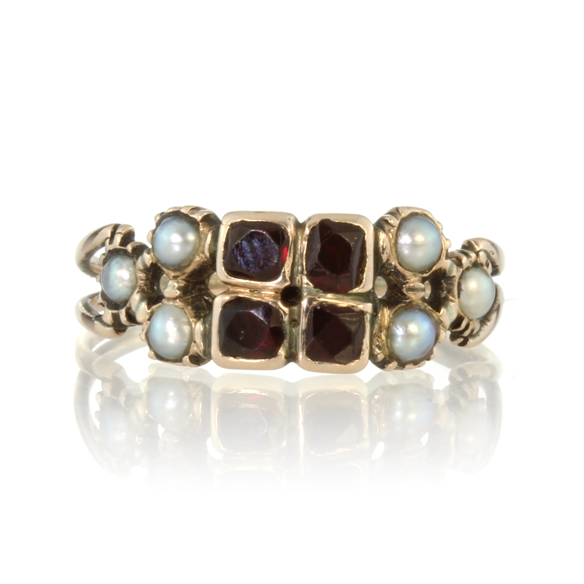Los 57 - An antique Georgian garnet and seed pearl dress ring in high carat yellow gold, set with four old