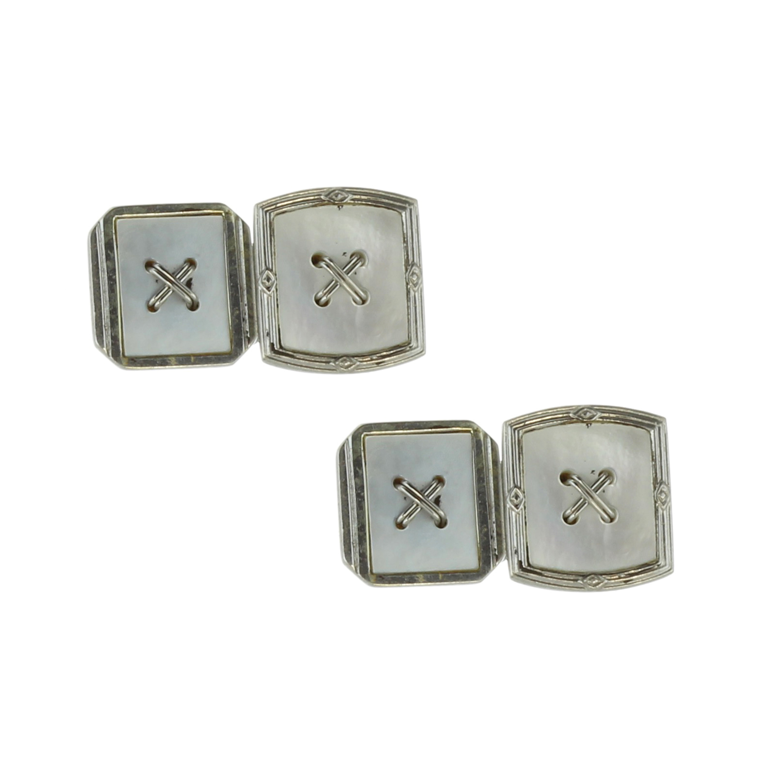 Los 36 - A pair of vintage mother of pearl cufflinks in 18ct white gold each designed as two links with