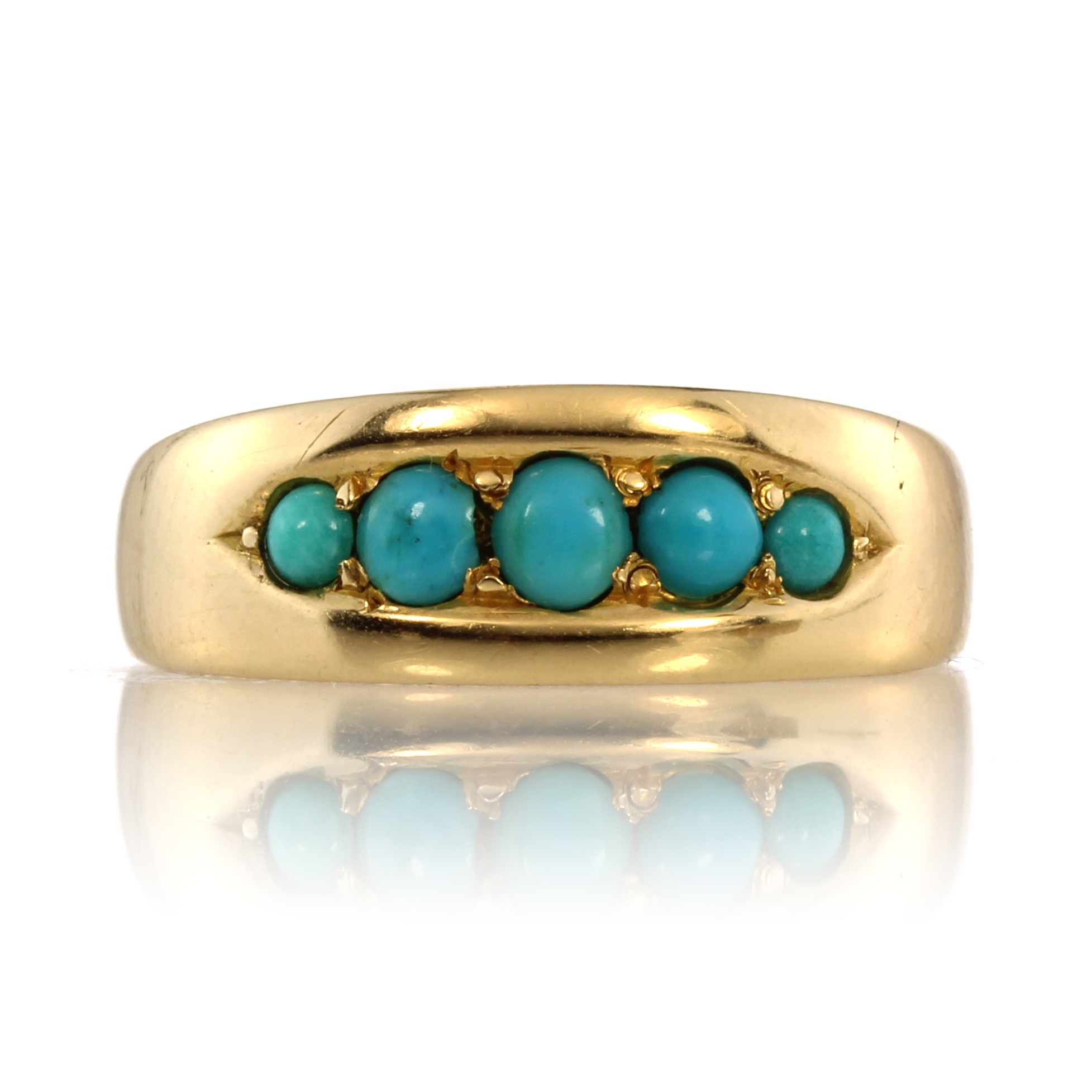 Los 61 - An antique turquoise five stone dress ring in 15ct yellow gold designed as five graduated