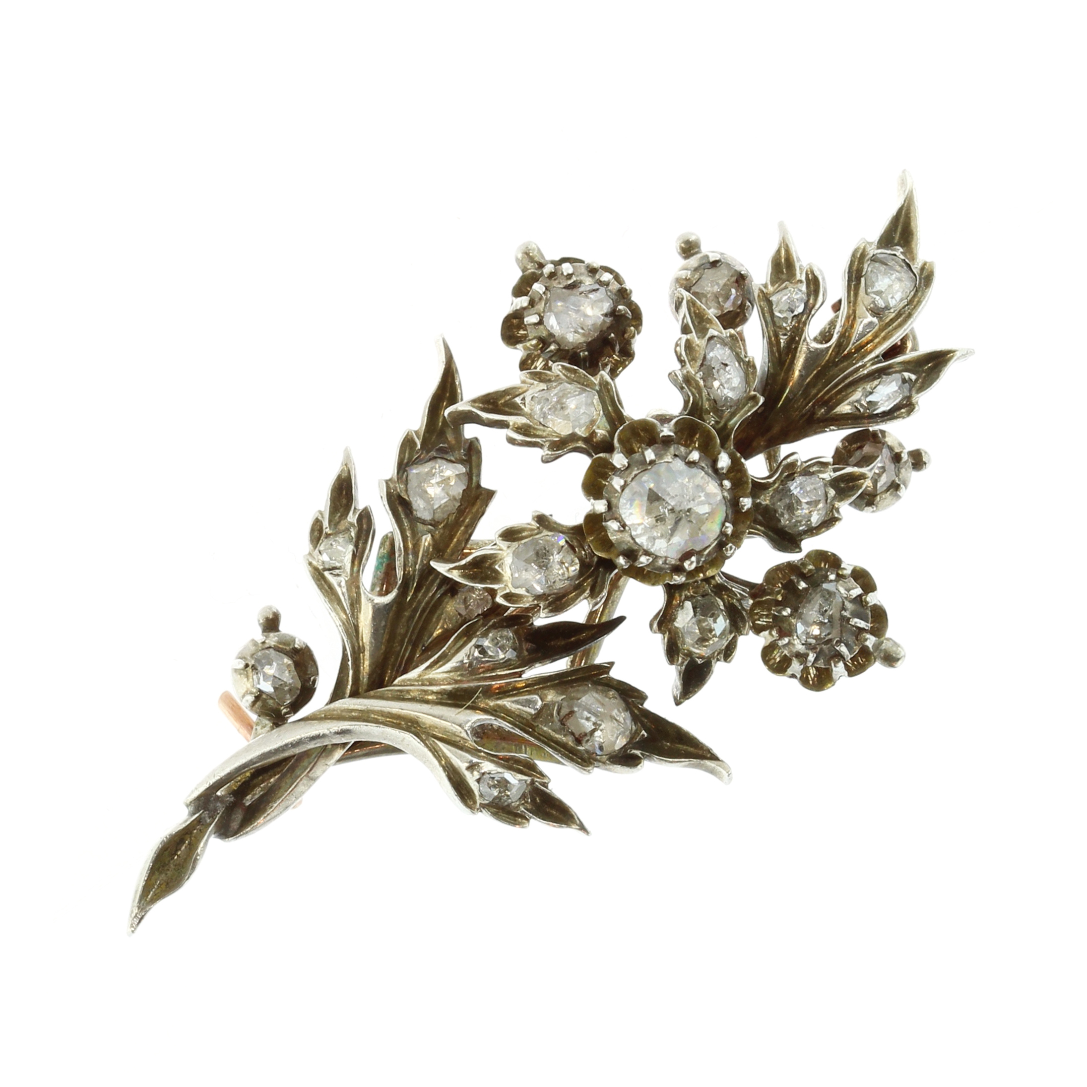 Los 18 - An antique jewelled diamond floral spray brooch in gold and silver designed as a spray of flowers