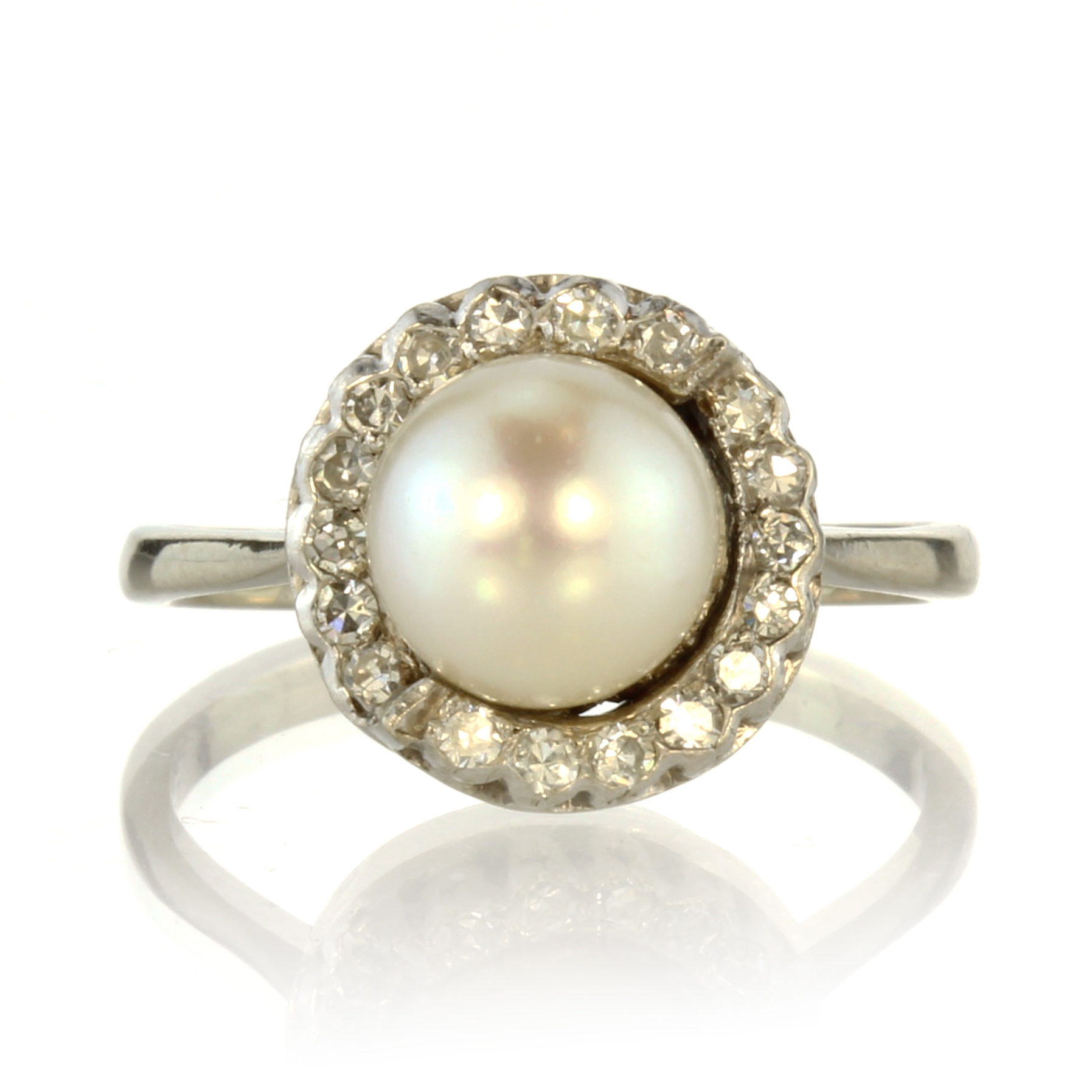 Los 29 - A pearl and diamond cluster dress ring in 18ct white gold set with a central pearl of 8.2mm in