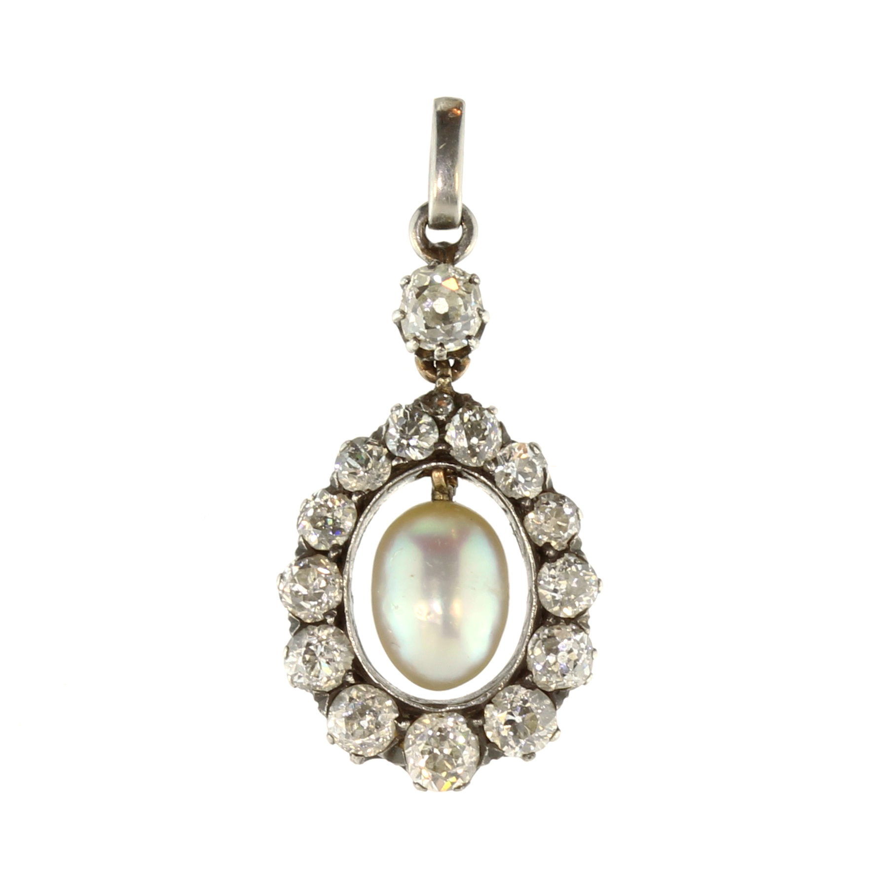Los 35 - An antique natural saltwater pearl and diamond pendant in gold and silver, set with a central