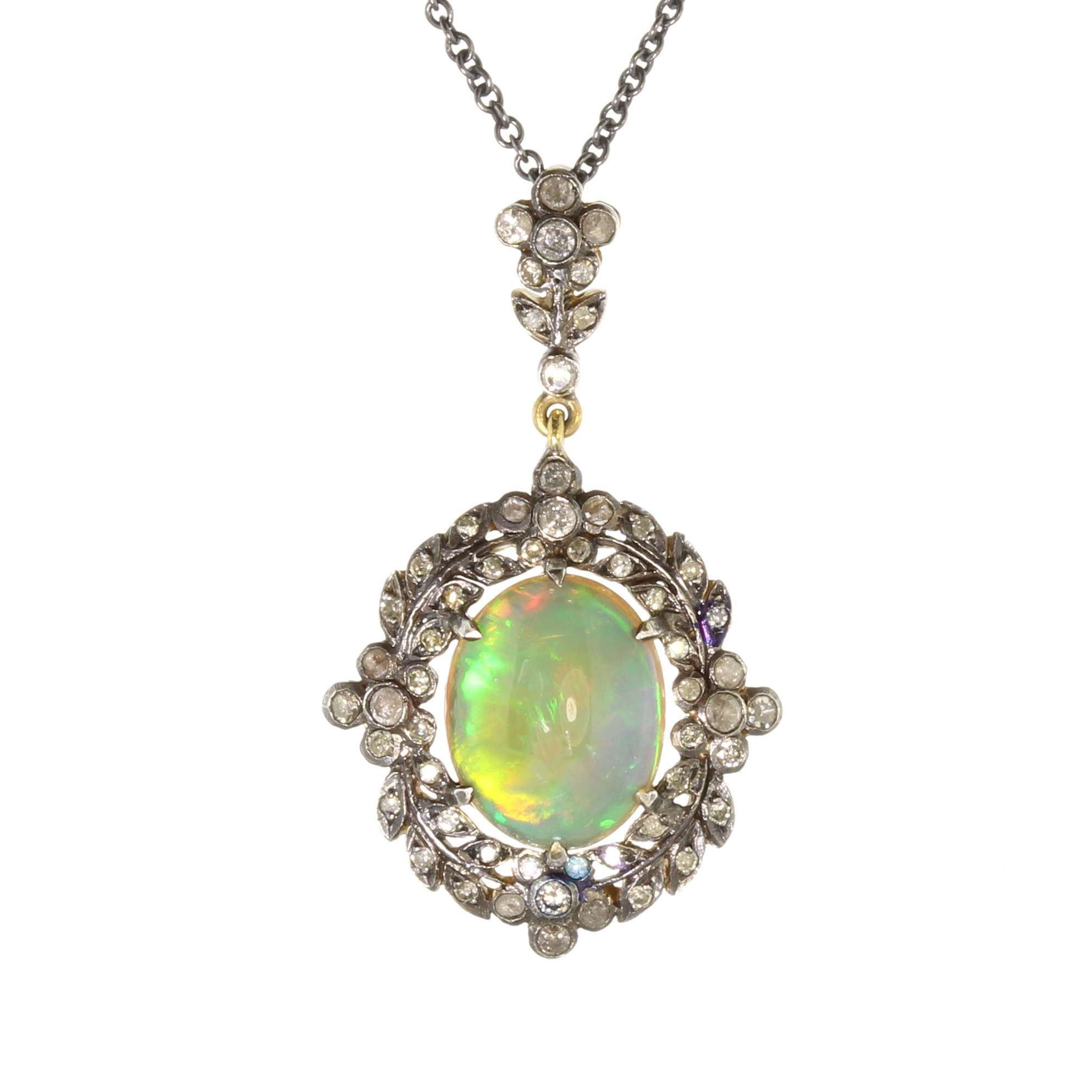 Los 14 - An antique opal and diamond pendant and chain in gold set with a central oval cabochon opal of