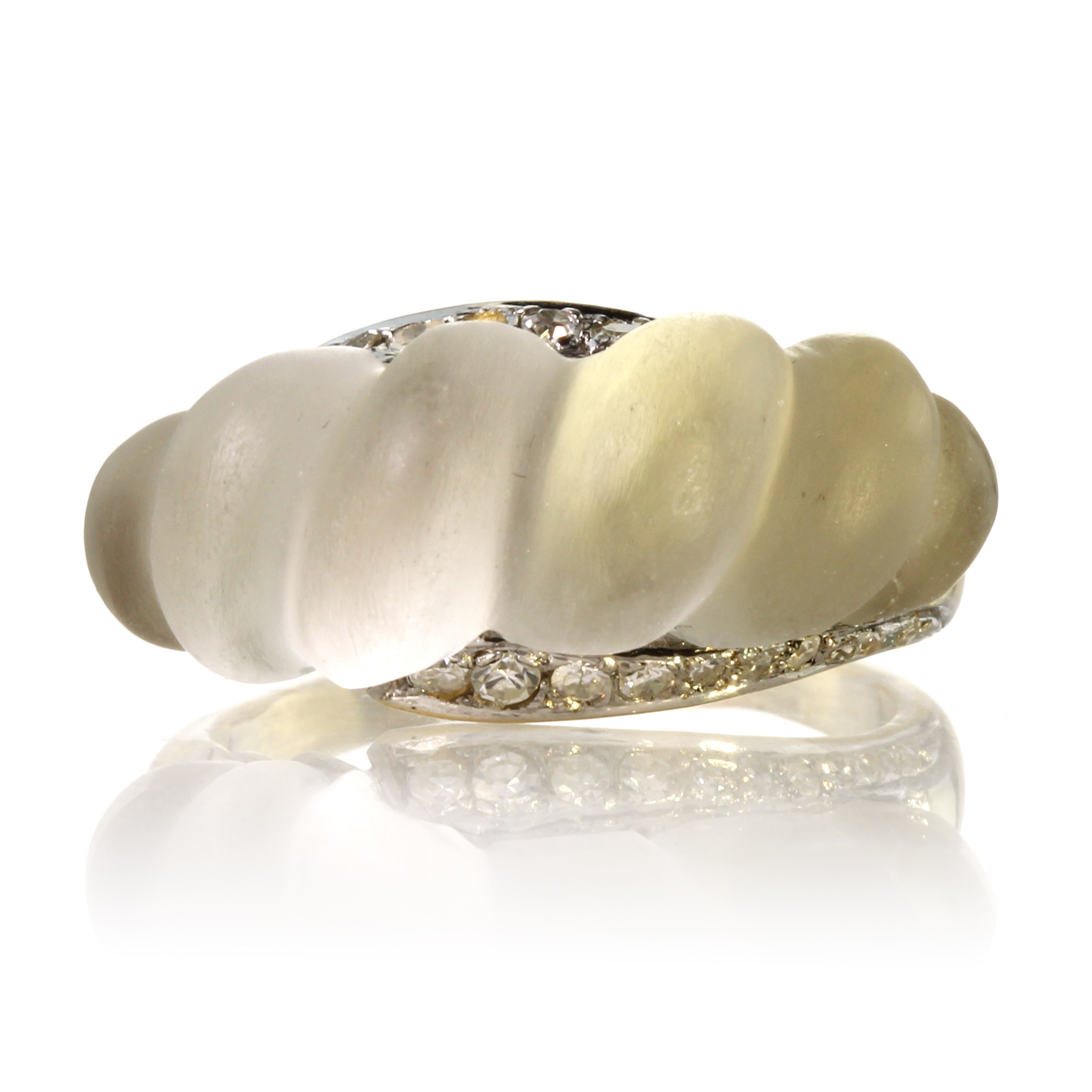 Los 5 - A vintage rock crystal and diamond dress ring in high carat yellow gold of bombe form, the the