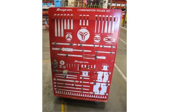SNAP ON TOOL CONTROL BOARD WITH MISC  PULLERS, MODEL NUMBER VE 138