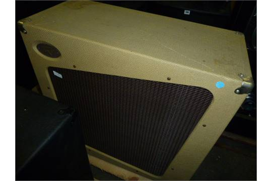 Peavey Classic 212 guitar speaker cabinet in tweed