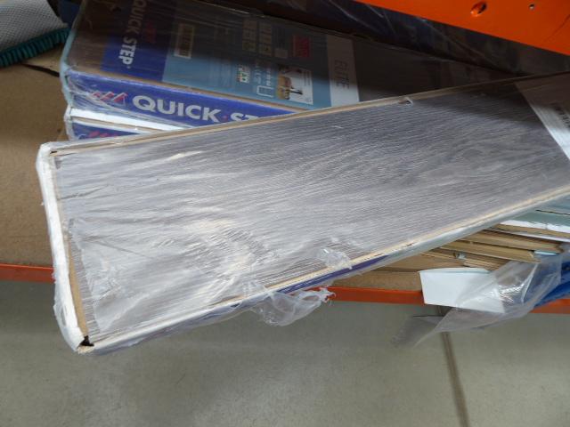 Large quantity of uni click flooring