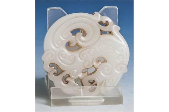 Jade-Glücksbringer, China, 20. Jahrhundert, runde geschnitzte Jade ...