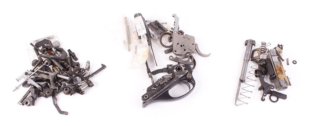 Box containing mixed gun spares and parts incl.: Beretta; Laurona; BRNO; Remington