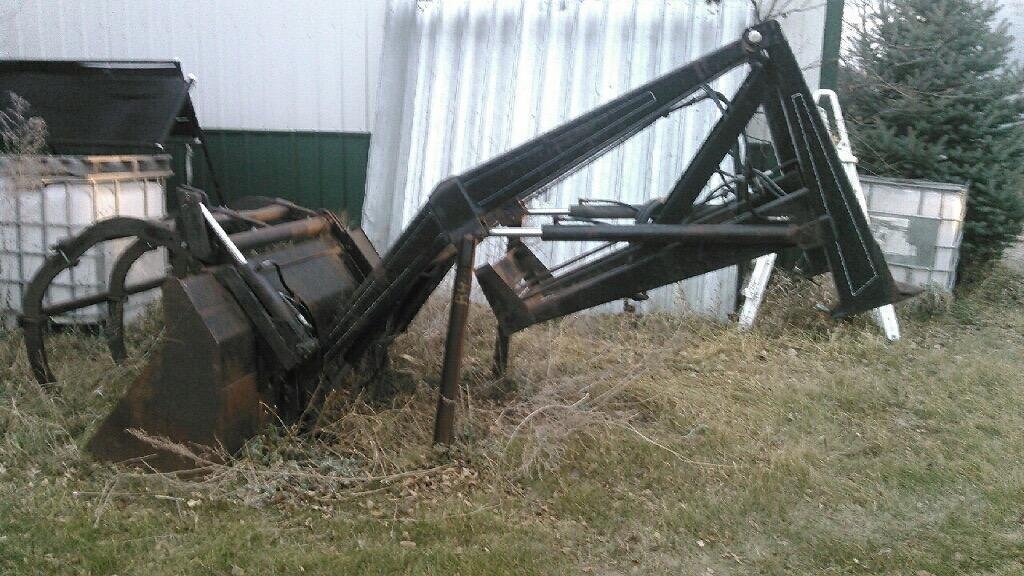 Miller M12 loader with mounts for JD 20-40 series 2wd tractors , and