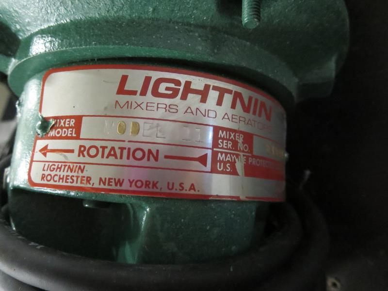 Lot 28 - Lighting 11 Mixer