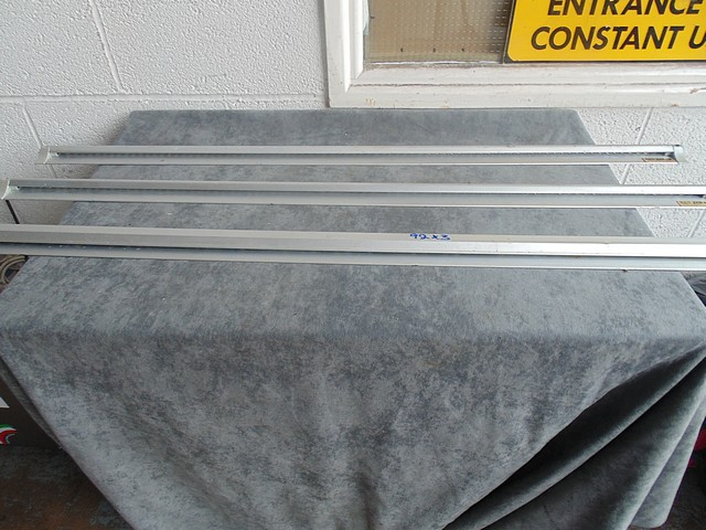 Lot 92 - 3 x San Jam 1200mm tab grab rails