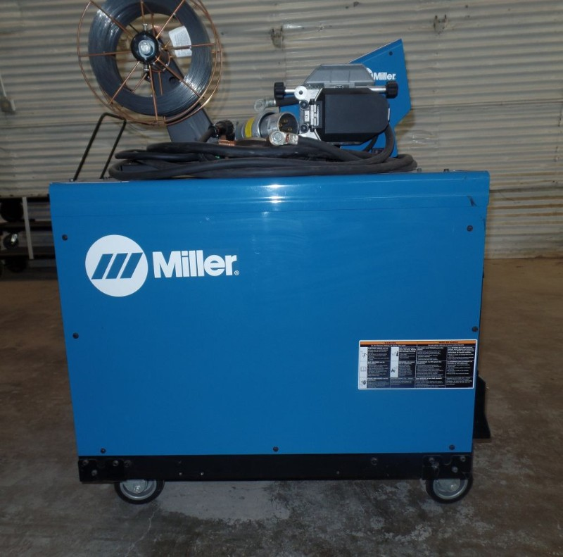 Lot 20 - Miller Deltaweld 452 MIG Welder, wire feeder, s/n MC11017C