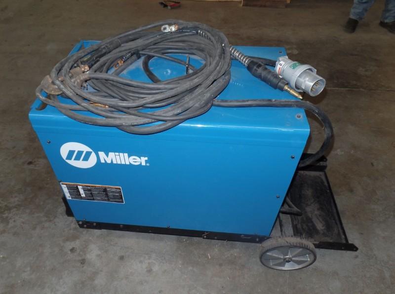 Lot 35 - Miller Deltaweld 452 MIG Welder, s/n ME210141C