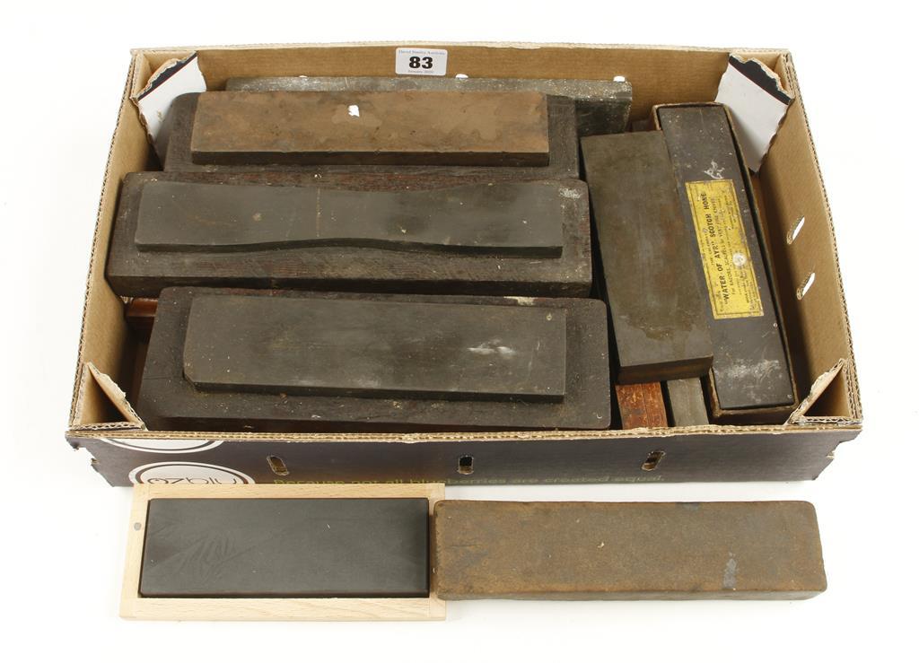 Lot 83 - 15 natural oilstones G