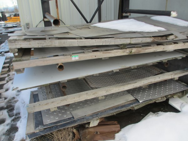 Lot 1151 - L1: LOT OF ASSORTED SS CROP ETC IN STORAGE RACK
