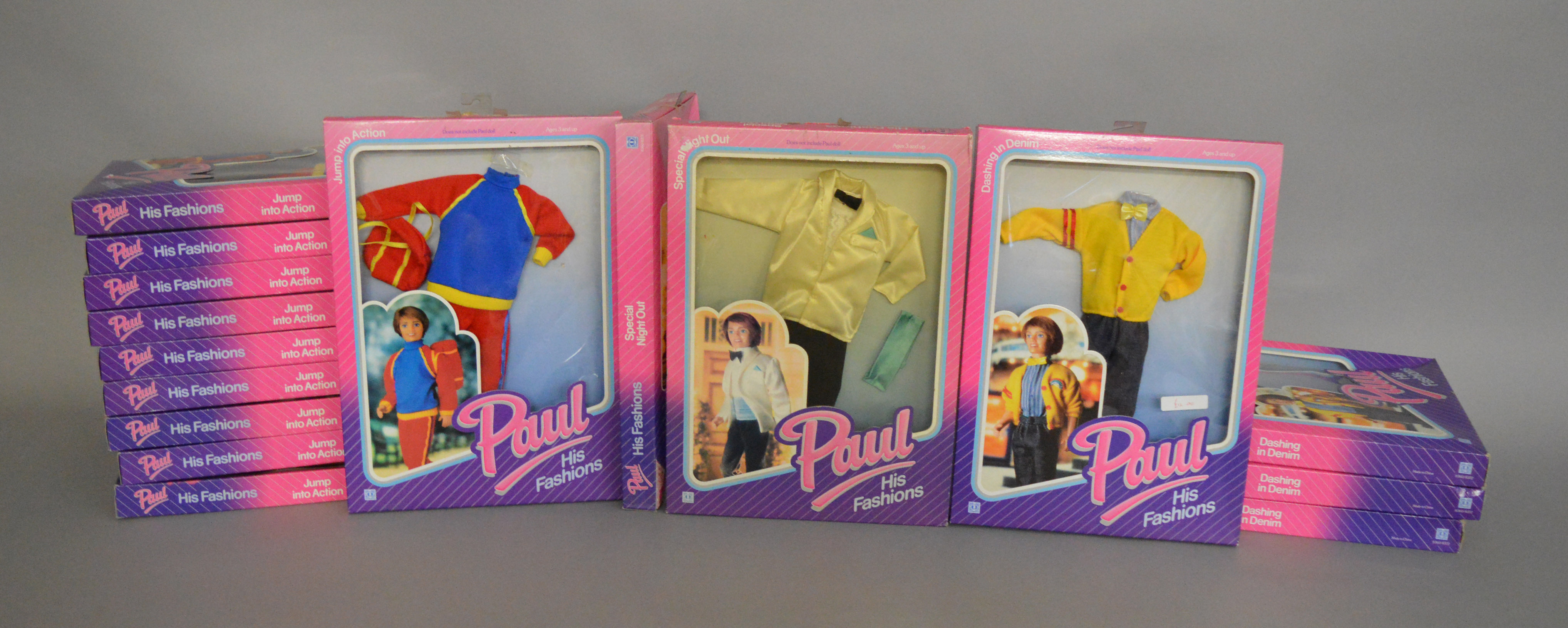 Lot 54 - EX-SHOP STOCK: Sixteen Hasbro Sindy Paul doll Outfit clothing accessory sets, all boxed (16).
