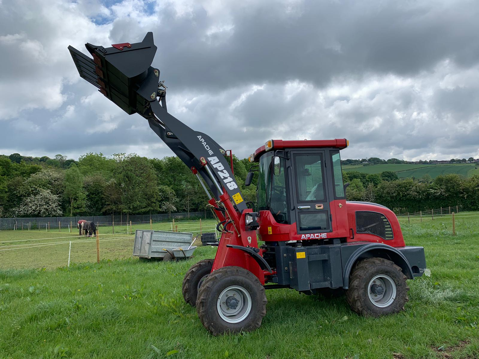 Lot 43 - 2019 APACHE AP218 RED/GREY WHEEL LOADER *PLUS VAT*