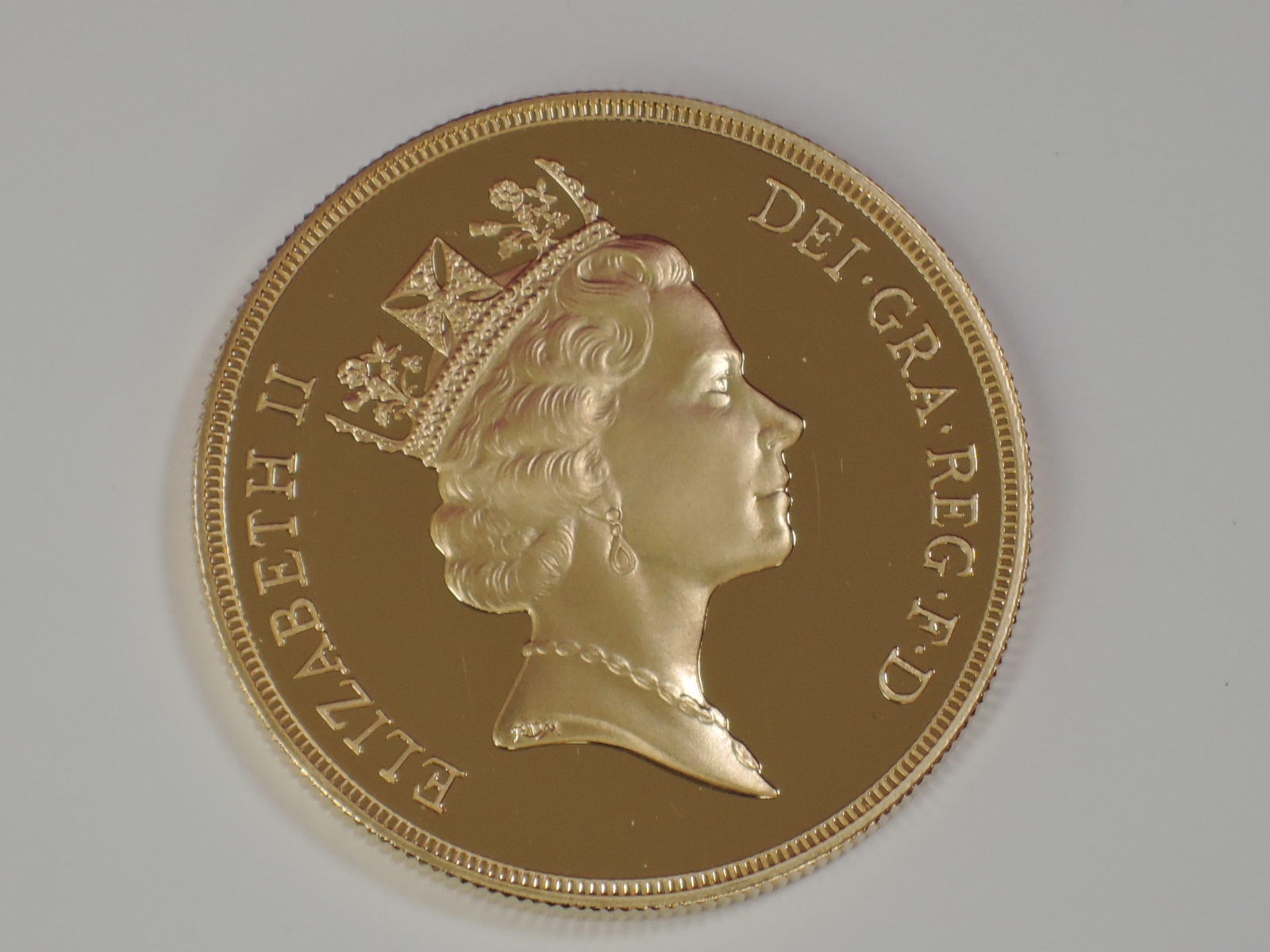 Lot 650 - A gold 40g 1992 Great Britain £5 coin, in plastic case