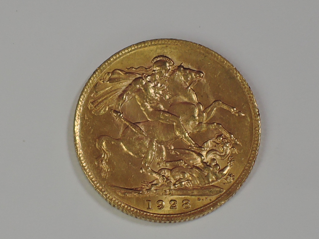 Lot 660 - A gold 1928 Great Britain George V Sovereign, in plastic case, South Africa Mint