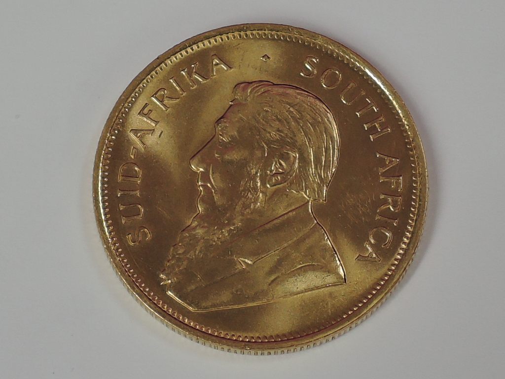 Lot 629 - A gold 1oz 1987 South African Krugerrand coin, in plastic case