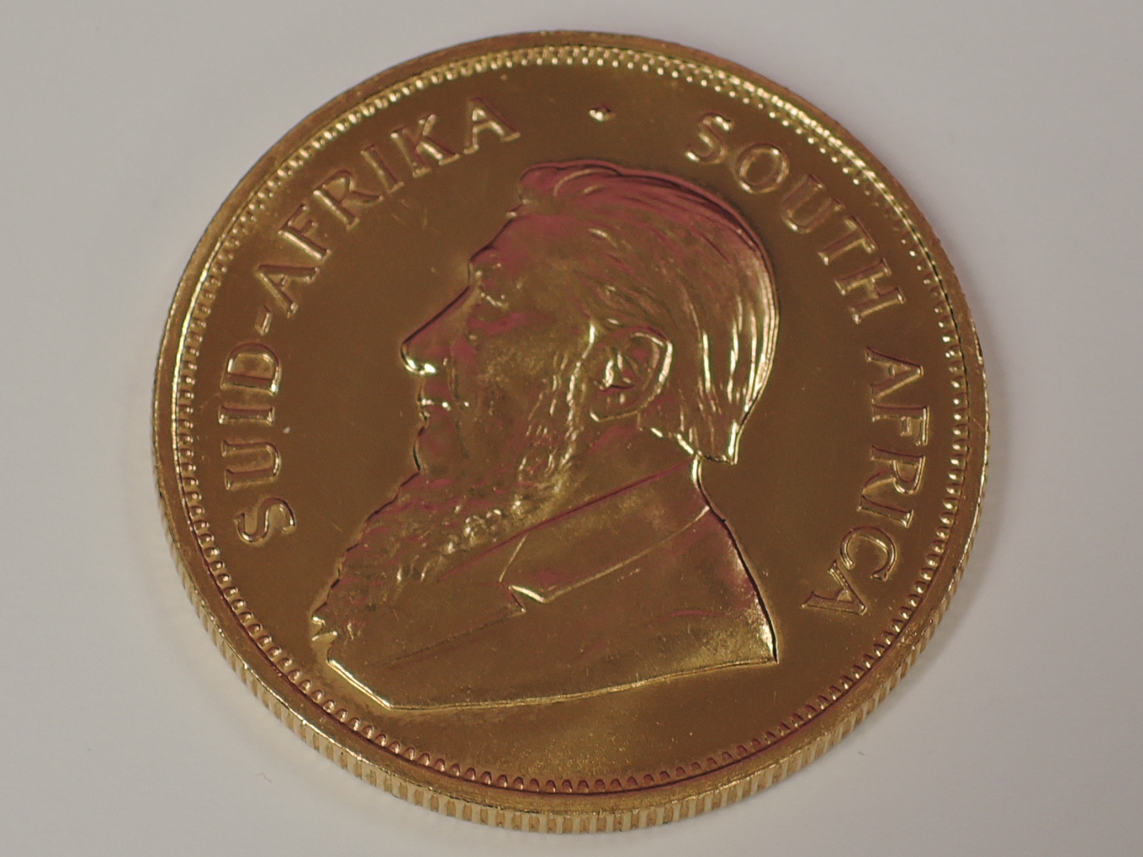 Lot 623 - A gold 1oz 1979 South African Krugerrand coin, in plastic case
