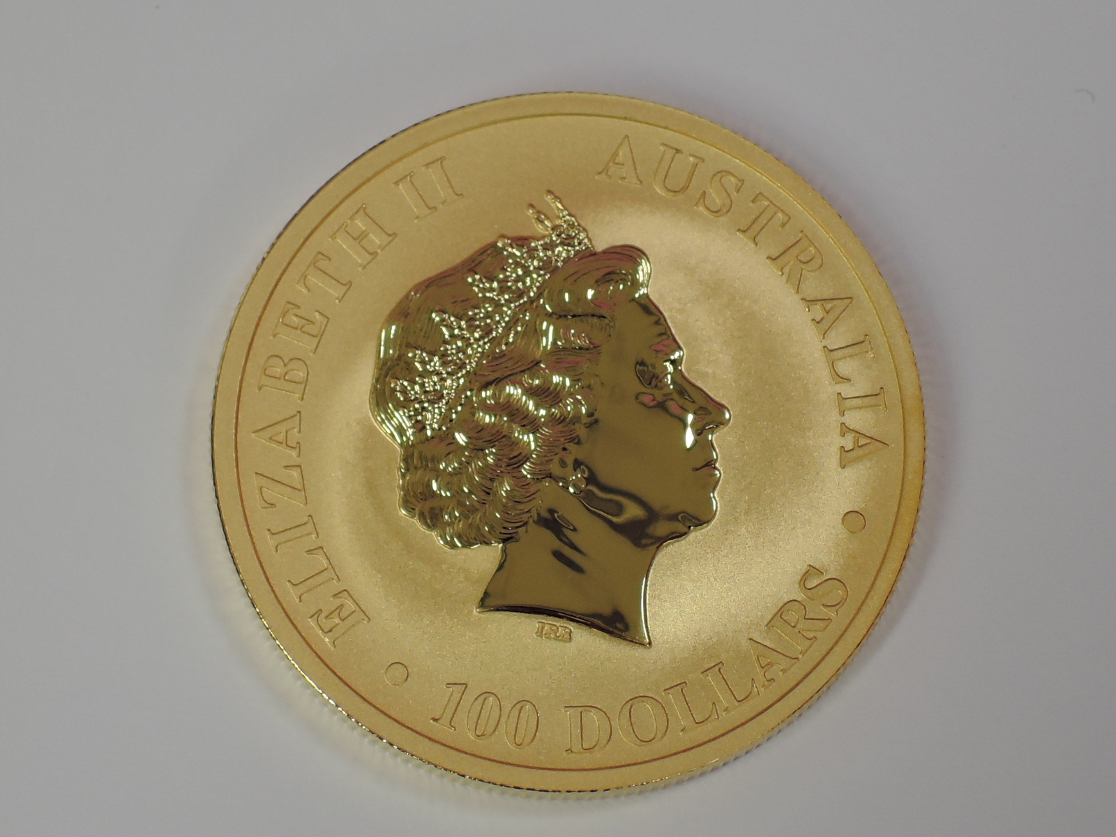 Lot 610 - A gold 1oz 2017 100 dollar Australian Kangaroo coin, in plastic case