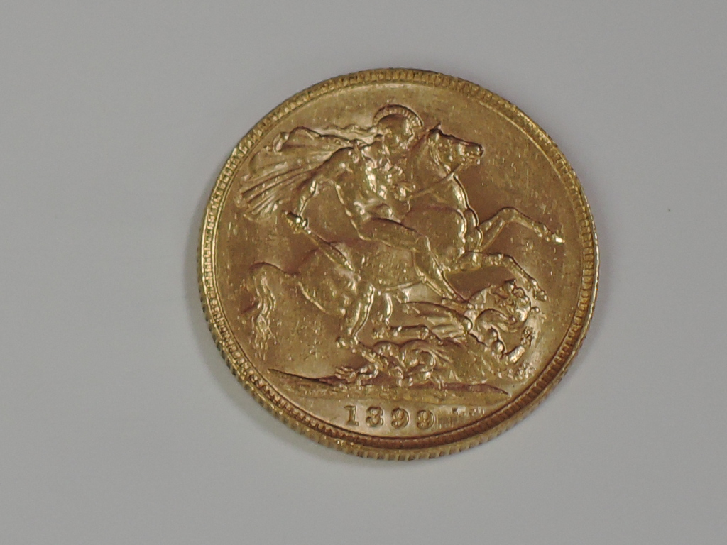 Lot 656 - A gold 1899 Great Britain Victoria old head Sovereign, in plastic case, Perth Mint