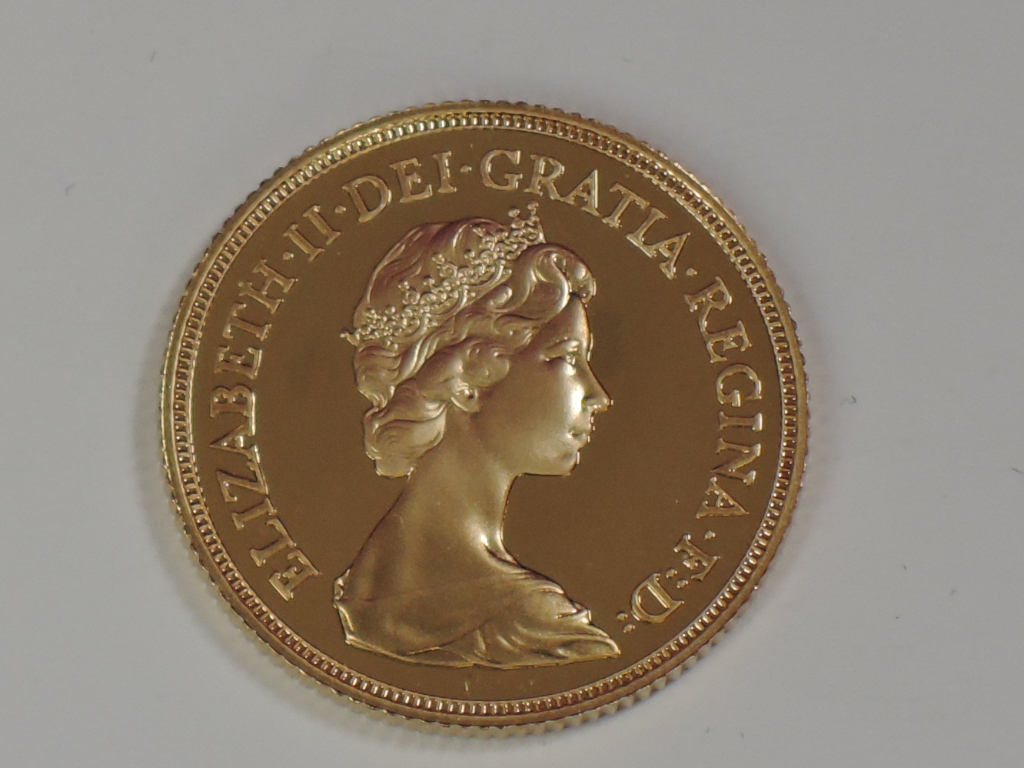Lot 678 - A gold 1983 Great Britain Elizabeth II proof Sovereign, in plastic case
